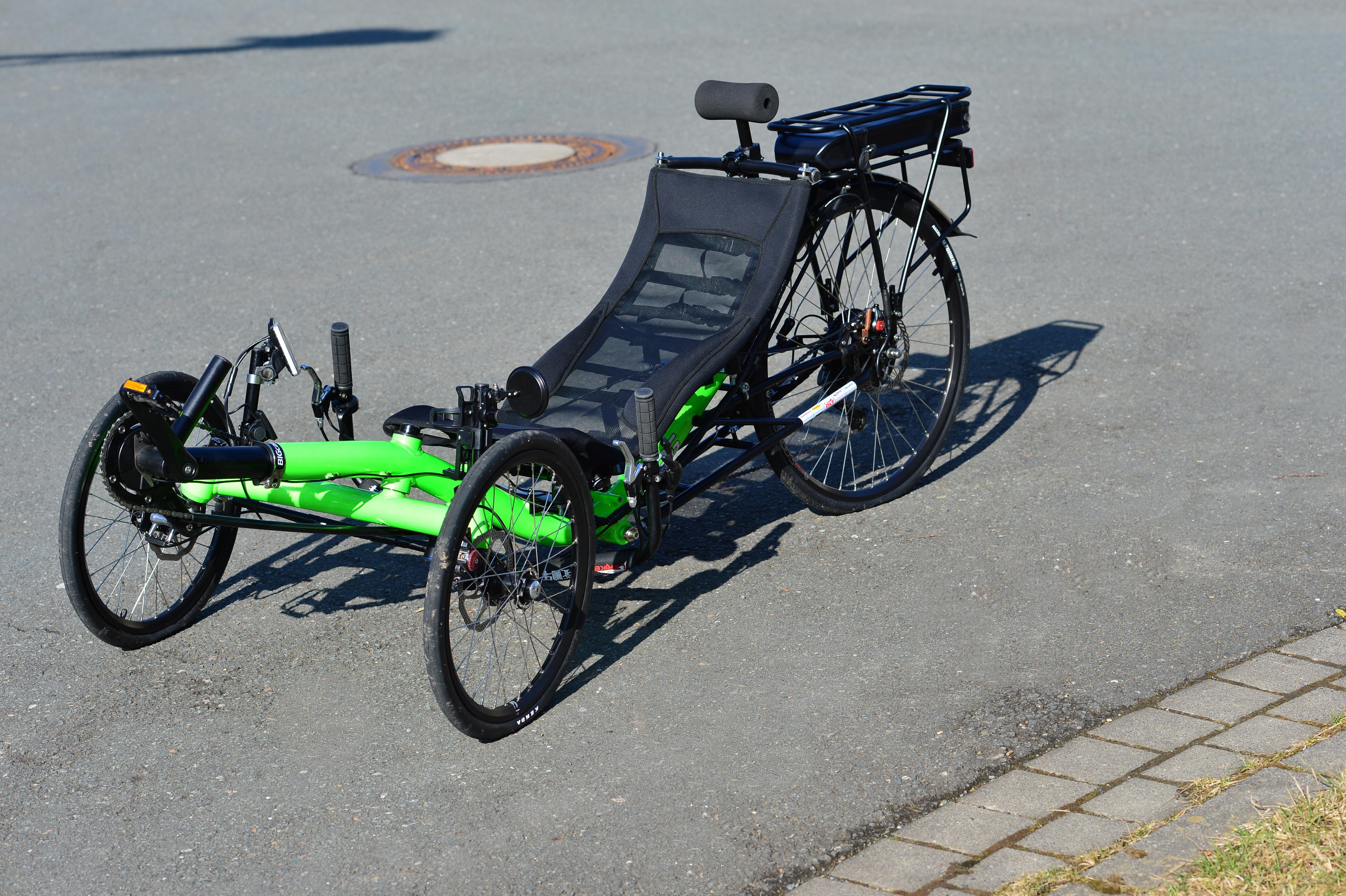 tour sport liegerad trike mit 250 watt nabenmotor trike. Black Bedroom Furniture Sets. Home Design Ideas
