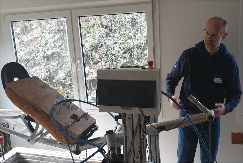 Geschäftsführer Paul Hollants bei einem der Werkstattkurse - Foto: David Kurt