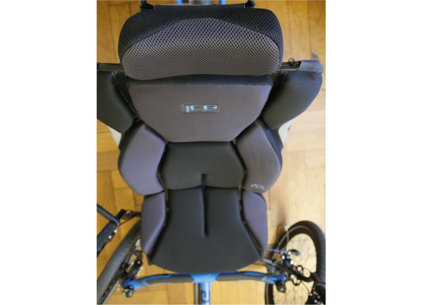 ICE Sitz mit Kopfstütze. - Foto: xplorcycles