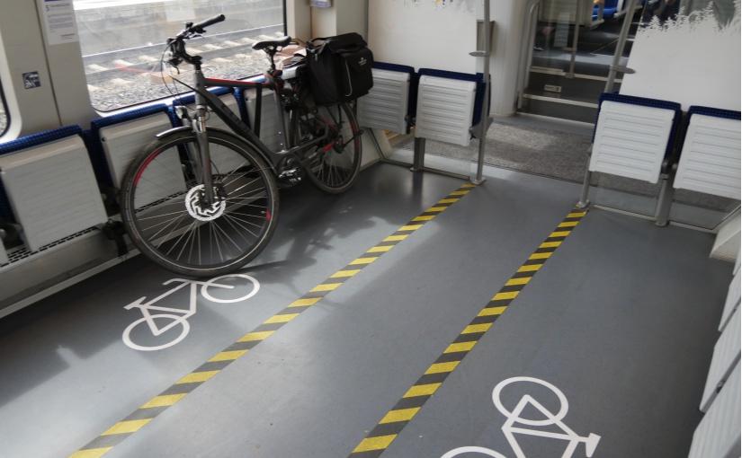 Fahrradstellflächen in Nah- und Regionalzügen. Hier ist die Mitnahme von Trikes am unkompliziertesten und es genügt der Kauf einer normalen Fahrradkarte. -  Foto: Frank Möller